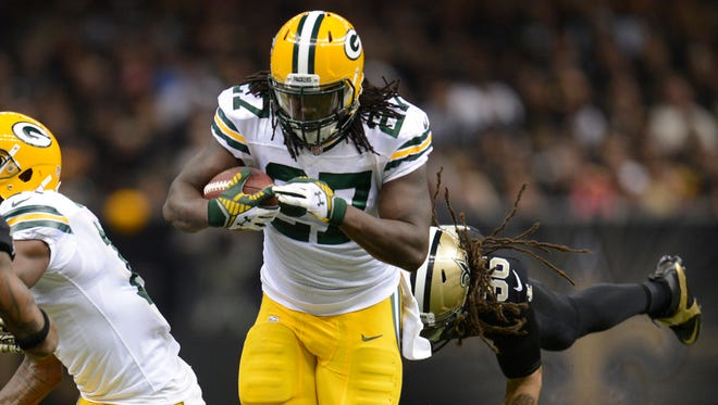 Packers running back Eddie Lacy (27) takes off on a 67-yard run after a screen pass against the Saints.