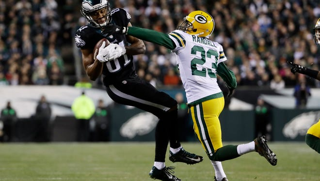 Philadelphia Eagles' Jordan Matthews, left, pulls in a pass against Green Bay Packers' Damarious Randall during the first half Monday, Nov. 28, 2016, in Philadelphia.