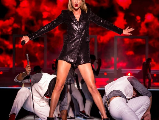 """Taylor Swift """"The 1989 World Tour"""" Live In Baton Rouge"""