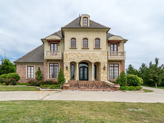 Eye catching southern trace home wows with custom amenities for Home builders in shreveport la