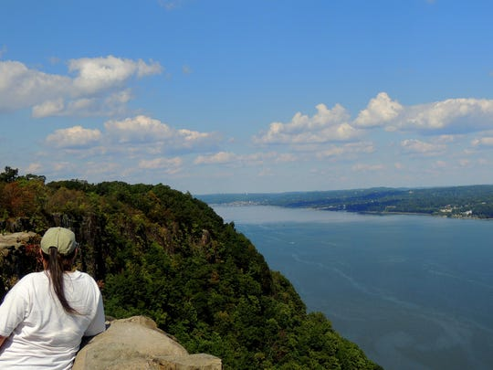 The State Line Lookout in Alpine is 520 feet above the Hudson River, with a panoramic view and and good looks at resident peregrine falcons, ravens, bald eagles and vultures — plus lots of ospreys..