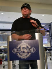 Former Houston Astros first baseman Jeff Bagwell speaks to reporters Wednesday Jan. 18, 2017, in Houston, after his election to baseball's Hall of Fame was announced.