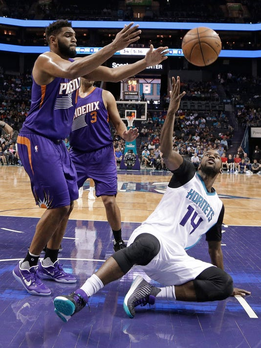 Charlotte Hornets' Michael Kidd-Gilchrist (14) battles Phoenix Suns' Alan Williams (15) for a rebound in the first half of an NBA basketball game in Charlotte, N.C., Sunday, March 26, 2017. (AP Photo/Chuck Burton)