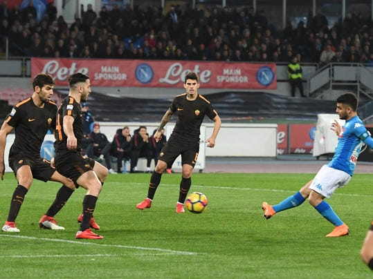 Napoli's forward Lorenzo Insigne, right, scores the first goal for his team during Italian Serie A soccer match between Napoli and AS Roma at the San Paolo stadium in Naples, Italy, Saturday, March 3, 2018. (Ciro Fusco/ANSA via AP)