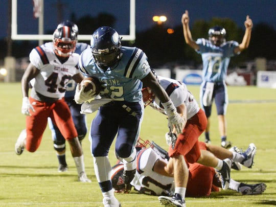 Airline's Brian Fielding (22) runs for the first touchdown of the game against West Monroe.