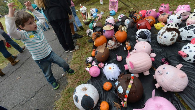 Pumpkin Shine on Line features pumpkins decorated from the community.