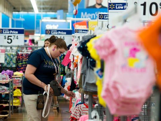 Earns Wal-Mart_Atki.jpg