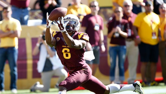 Arizona State's Cameron Smith makes a touchdown catch against Washington State in the 2nd quarter on Saturday, Nov. 22, 2014 at Sun Devil Stadium in Tempe, AZ.