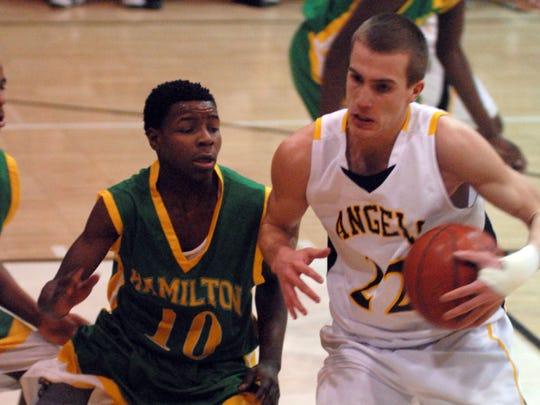 Milwaukee Hamilton's Charles Lee (left) and Racine St. Catherine's Jake Thomas nearly collide Jan. 20, 2009.