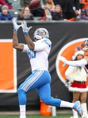 Eric Ebron (85) of the Detroit Lions makes a touchdown catch against the Cincinnati Bengals during the first half at Paul Brown Stadium on December 24, 2017 in Cincinnati, Ohio.