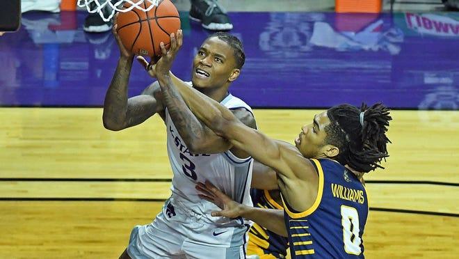 Kansas State guard DaJuan Gordon attacks the basket against UMKC's Zion Williams during Monday night's game at Bramlage Coliseum.