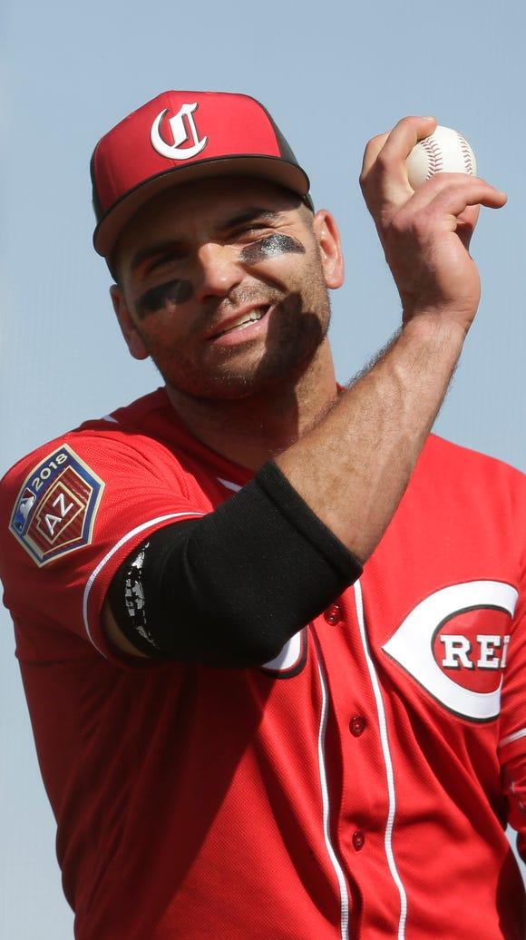 Cincinnati Reds first baseman Joey Votto (19) reacts