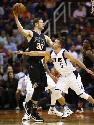 Phoenix Suns' Jon Leuer is guarded by Dallas Mavericks J.J. Barea during NBA action on Oct. 28, 2015 in Phoenix, Ariz.