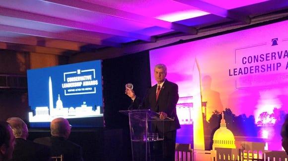 Gov. Phil Bryant receives a Heritage Foundation award.