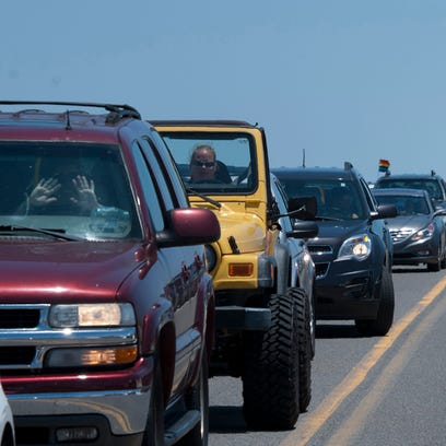 Traffic woes mount on Pensacola Beach as Memorial Day