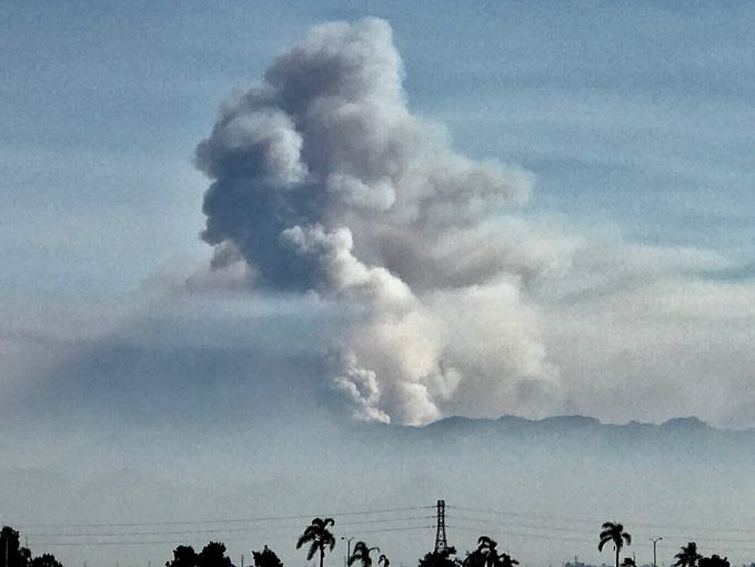 A plume of smoke from the Woolsey and Hill fires can