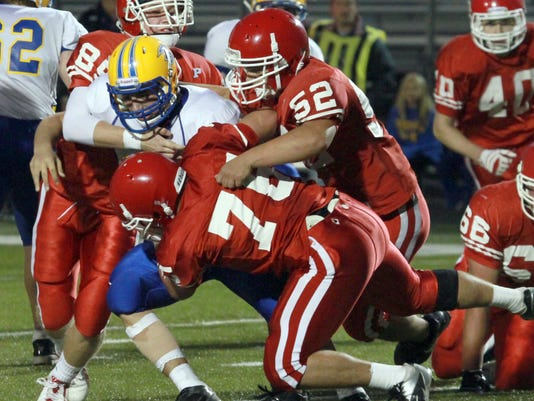 635749233211526095-Bonduel-Pacelli-football-2015