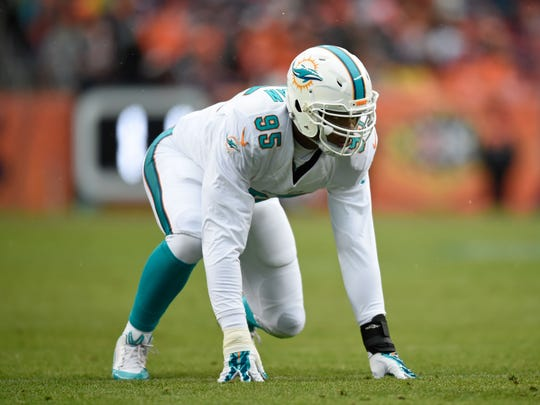 Miami Dolphins defensive end Dion Jordan (95) prepares to pass rush in the first quarter against the Denver Broncos