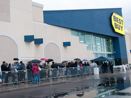 Shoppers wait in line outside of Best Buy on Thanksgiving