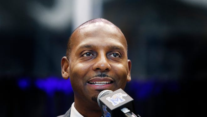 Penny Hardaway speaks to the crowd while being introduced as the new Memphis men's basketball coach on Tuesday.