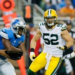Detroit Lions quarterback Matthew Stafford passes the ball to running back Reggie Bush (21) during the first half in Detroit.