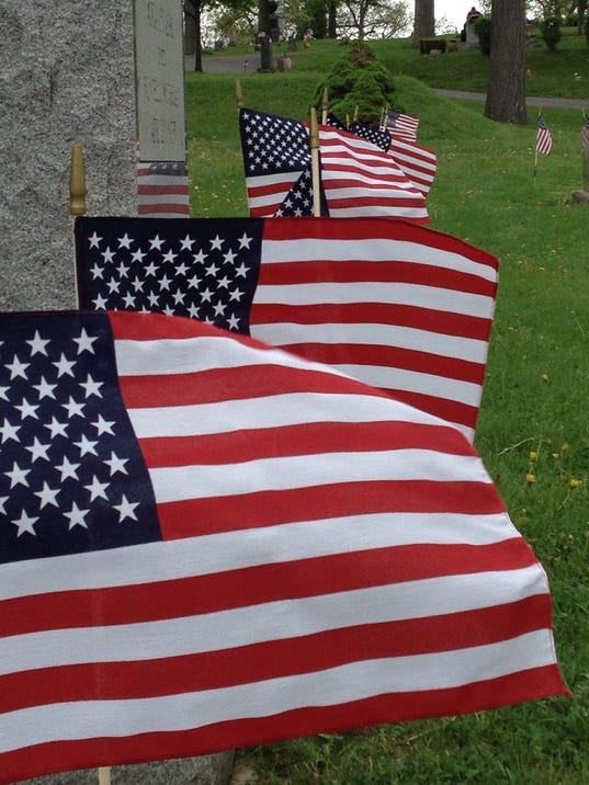 635827720899386990-American-flags