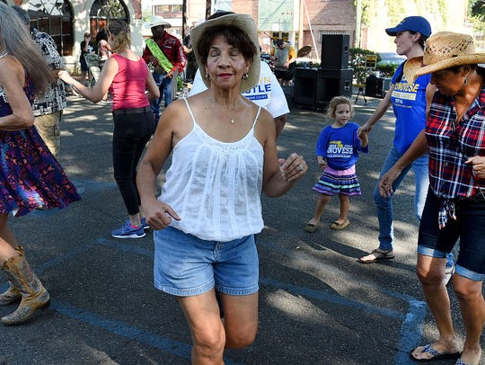 Zydeco fanciers dance to the sounds of Amy Nicole and