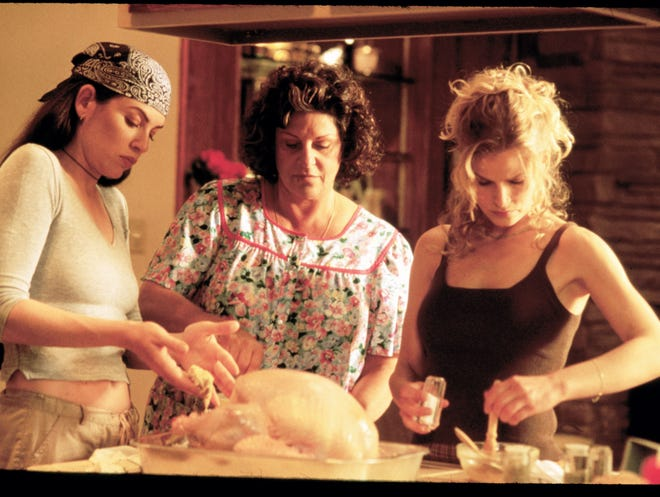 Julianna Margulies, Lainie Kazan and Kyra Sedgwick in a scene from the motion picture What's Cooking? --- DATE TAKEN: rcd 11/00 By Michael Britt Trimark Pictures HO - handout ORG XMIT: PX34726