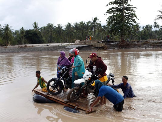 200 killed in floods, landslides in southern Philippines