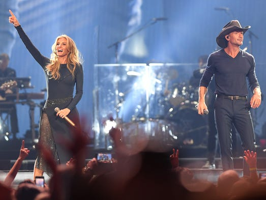 (left) Faith Hill and Tim McGraw perform at the Prudential