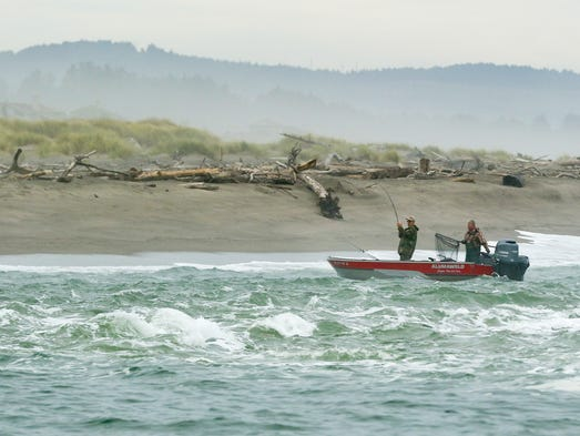 Army corps of engineers weighs privatizing oregon hatcheries for Fishing in lincoln city oregon
