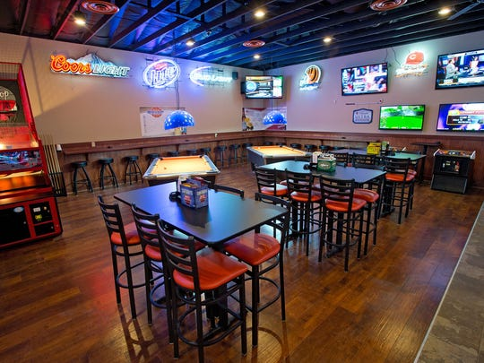 Longnecks Sports Grill in Wilder.