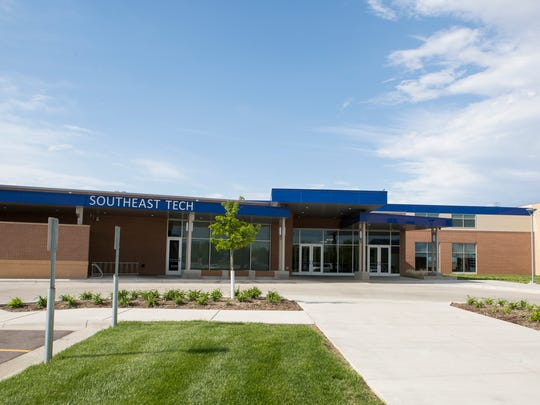 Southeast Technical Institute building mug in Sioux