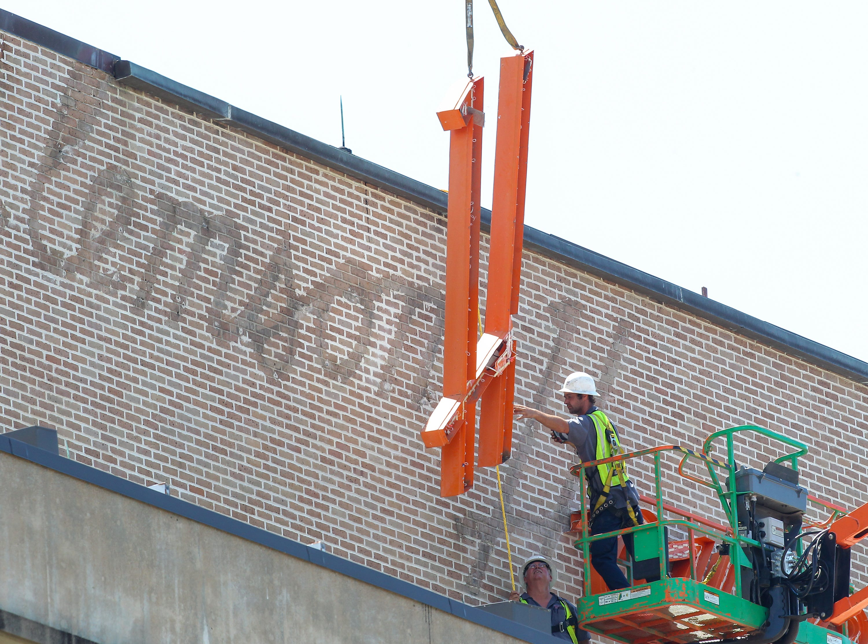 Signing Off: Clemson House Sign Removed Thursday Before Buildingu0027s  Demolition This Fall