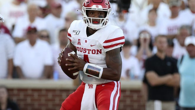 Former Houston quarterback D'Eriq King announced Monday he is transferring to Miami.