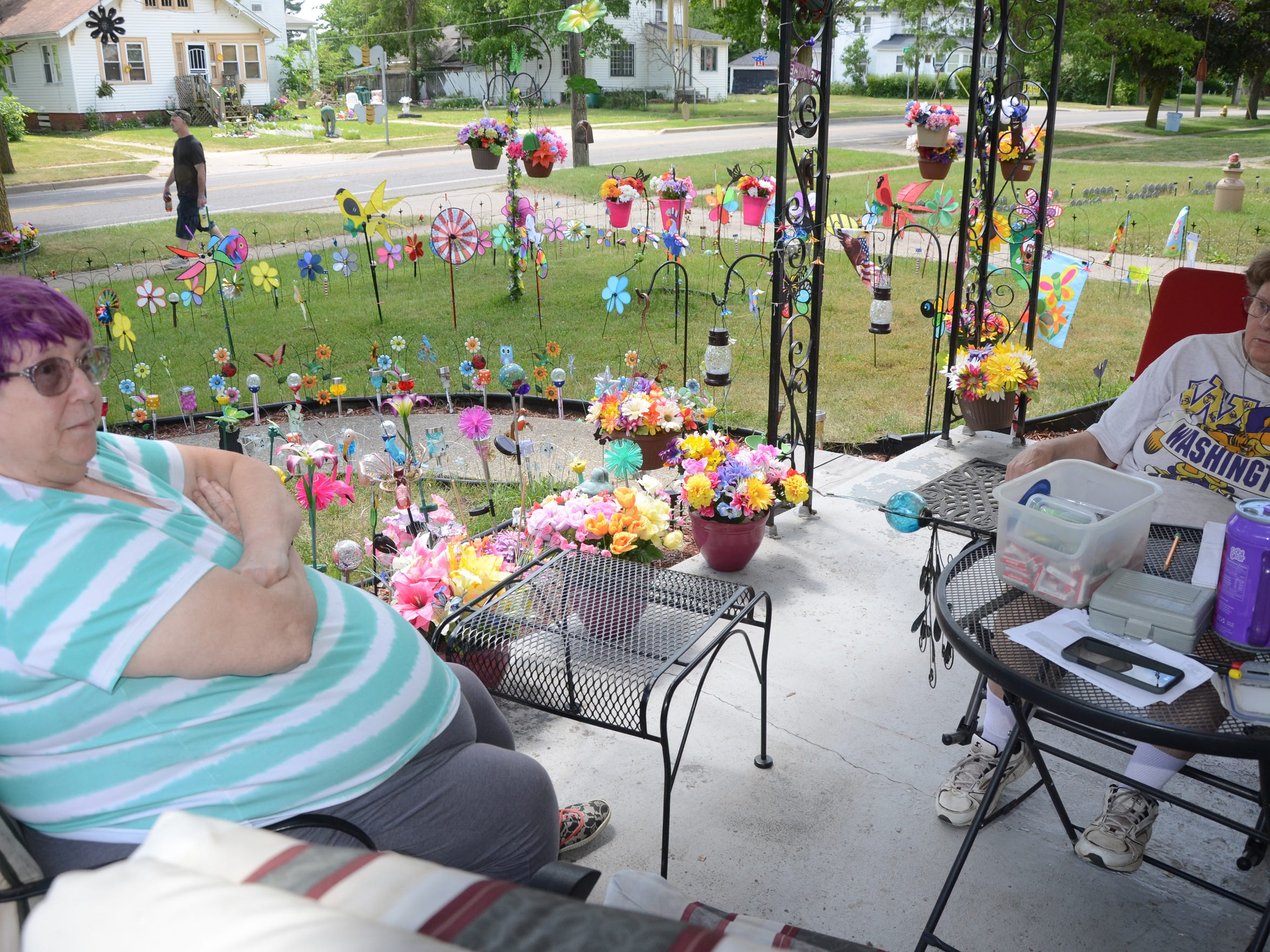 Gloria Viers, left and her sister, Betty Bender, have