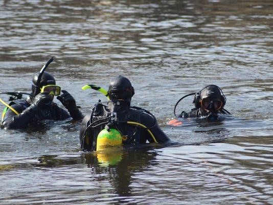 636604344138124864-divers01.jpg