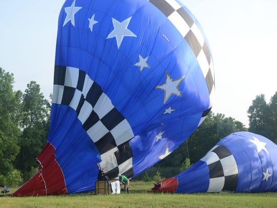 Rhett Heartsill of San Angelo, Texas, drops his balloon