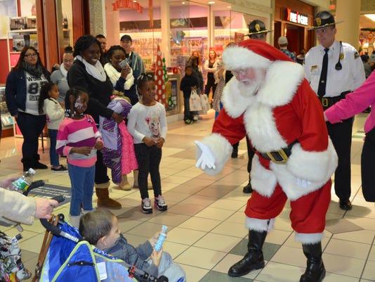Santa-at-Mall.jpg