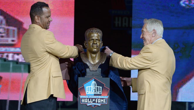 Andre Reed and former Buffalo Bills coach Marv Levy unveil the bust of Reed at the 2014 Pro Football Hall of Fame ceremony in Canton, Ohio.