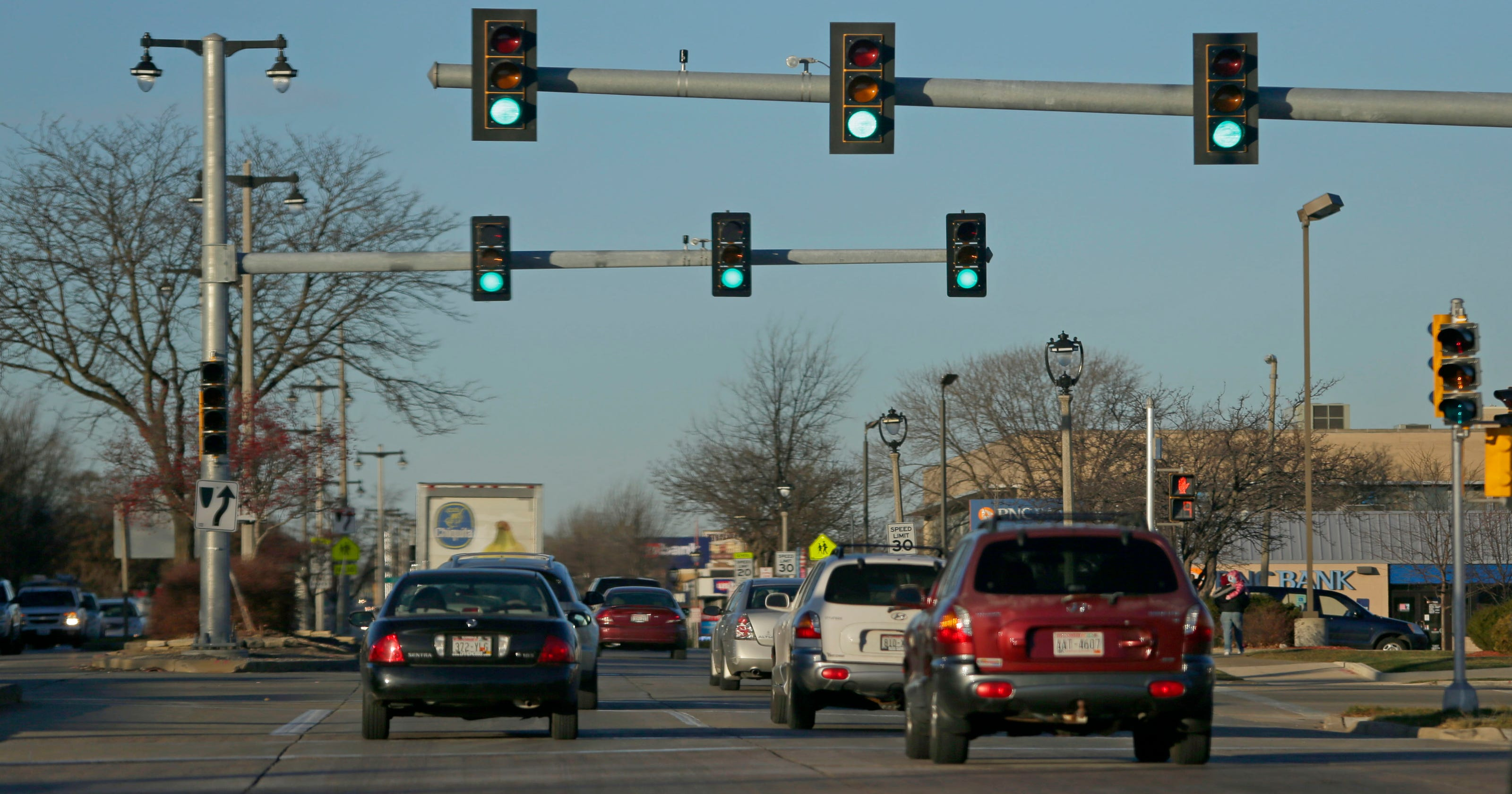 Can red-light cameras help curb Milwaukee's reckless drivers?
