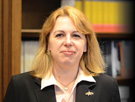 Carine Martinez-Gouhier is a research analyst in the