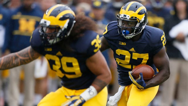 Michigan running back Derrick Green, right,  runs behind the block of fullback Sione Houma in the fourth quarter of their 35-7 win over Oregon State at Michigan Stadium on Saturday, September 12, 2015, in Ann Arbor. Julian H. Gonzalez/Detroit Free Press