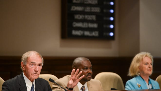 Mayor Jerry Gist begins the city council meeting where members were sworn in at City Hall Tuesday morning.