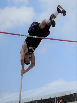 Wylie's Kylor Aguilar pushes off during the Class 4A boys pole vault at the UIL State Track and Field Championships at the University of Texas' Mike A. Myers Stadium in Austin on Saturday, May 12, 2018. Aguilar took silver with a jump of 15 feet.