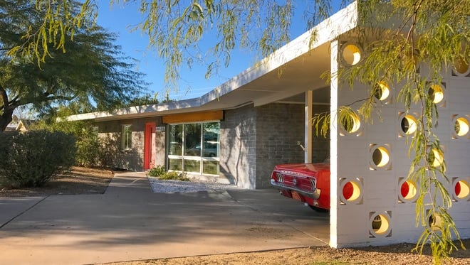 The home of Bruce Cutting, one of the homeowners in Paradise Gardens. He owns a 1961 Midcentury Modern home.