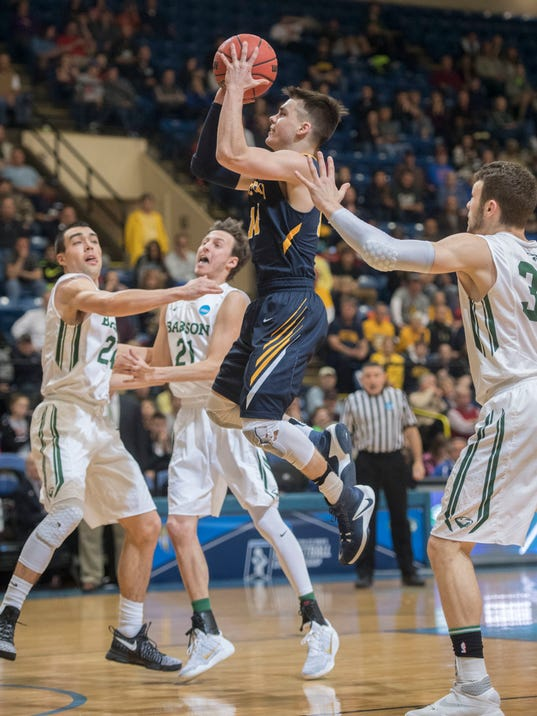 Flannery's 23 points, block lift Babson to Div III title