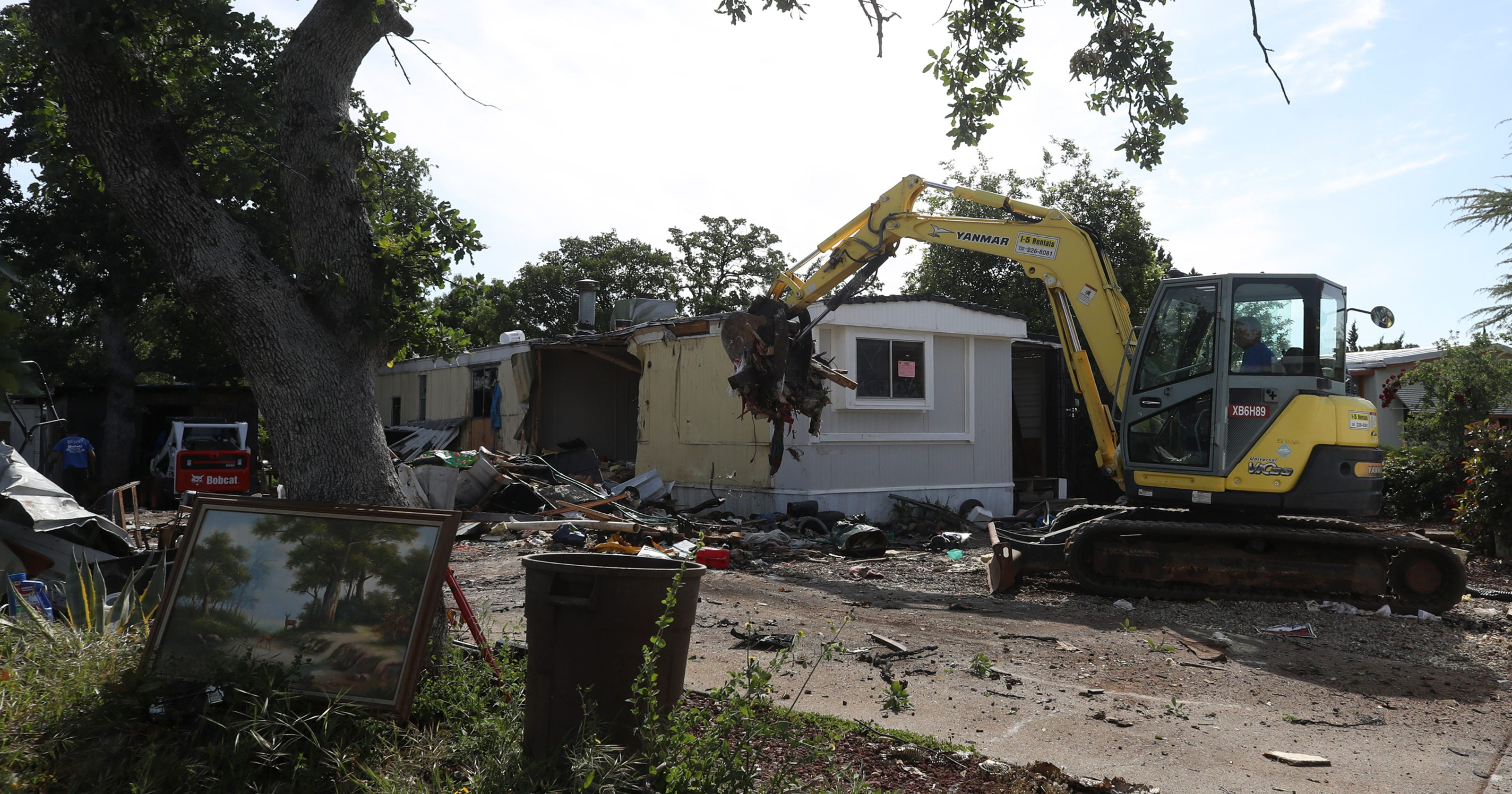 Neighbors rejoice demolition of 39 problem 39 mobile home - Problems with modular homes ...