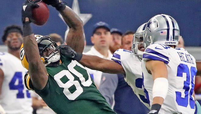 Green Bay Packers tight end Martellus Bennett (80) makes a tough catch against the Dallas Cowboys Sunday, October 8, 2017 at AT&T Stadium in Arlington, Tx.