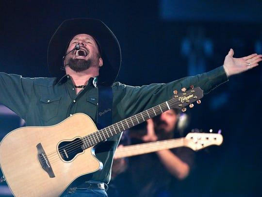 Garth Brooks plays to an adoring crowd at  Bridgestone